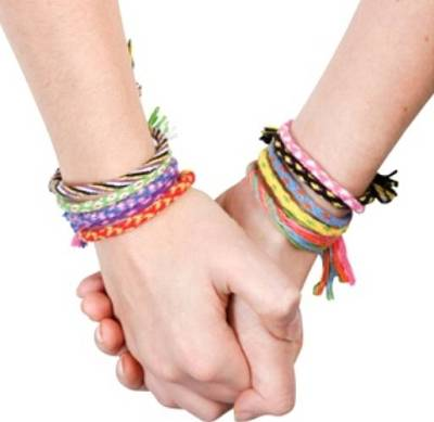 Photo credit: http://www.alegoo.com/pictures7/words-friends-1/friendship-bracelets-011/