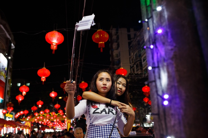 girls-selfie-red-lanterns